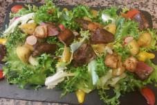 Salade de foie de volailles, Restaurant au Four Saint Louis, Carcassonne